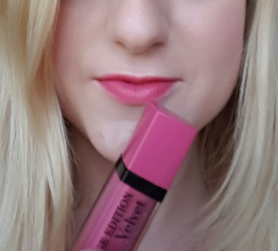 bourjous-rouge-edition-velvet-lipstick-so-happink-swatch-2